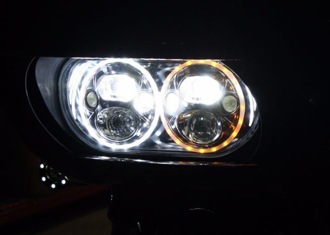 The premium TruBEAM® LED Headlamp offers 4 Low Beam LEDs and 4 High Beam LEDs with built-in halo rings around each headlight (5800K Color Temperature). The built-in halos function as a White DRL with Auxiliary Amber Turn signal function to increase visibility even more!